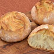 時間が経ってもフワフワ、ポンパドウルの豆乳フランスパンが人気。