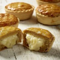 らぽっぽファームの人気No.1商品「ポテトアップルパイ」が ギュッと小さくなって新登場。
