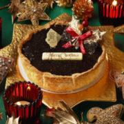 パブロ、クリスマス限定「ノエルチョコチーズタルト」はラズベリーと濃厚チョコカスタードの4層仕立て。