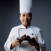 ミスドが鎧塚シェフとコラボ、特別な「ショコラドーナツ」を全国発売。
