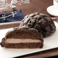 """ローソンにチョコを使った""""黒い""""メロンパンと「クリーム大福」が新登場。"""