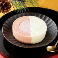 ローソンの人気スイーツがお正月仕様になって登場。紅白ロールケーキやもち食感ロールなど。