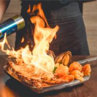"""バーナーで豪快に炙る""""ムービージェニック""""なアメリカンスタイルのシーフード料理店オープン。"""