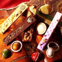 リッツ・カールトン大阪にブローチのようなチョコなどを集めたバレンタインギフトが登場。
