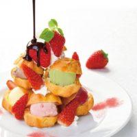 銀座コージーコーナー、70周年記念の「苺のプチシュータワー~7色のアイス」が限定で登場。