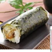 """【待望】ワンハンド""""生姜焼き""""がローソンに新登場。「手巻寿司豚しょうが焼」発売。"""
