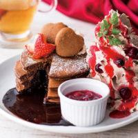 本格ステーキ店「デンバープレミアム」、濃厚チョコレートがとろけだすもちふわパンケーキを販売。