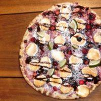 チョコとベリーのマシュマロPIZZA注文でピザ1枚無料「CONA」3店舗で合同企画開催。