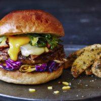 """J.S. BURGERS CAFEに""""すき焼き""""バーガーが誕生、八丁味噌のチリドッグなど和メニュー販売。"""