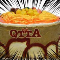 カップ麺「QTTA」型のケーキ、粉末スープをケーキに練りこんだ衝撃の企画商品が登場。