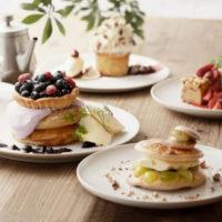 タルト重ねのパンケーキ、ビブリオテークにマカロンなど焼き菓子が乗った春の新作。