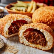 ローソン、32種の本格スパイスを配合した『ごろっとしたお肉のカレーパン』を新発売。