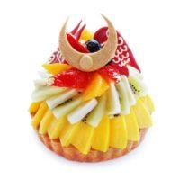 """カフェコムサ""""かぶと""""をフルーツタルトで表現 こどもの日限定ケーキを発売"""