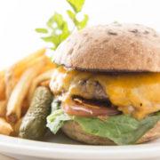 5月にバーガーを食べまくる全米「バーガーマンス」ブームの兆し サラベスが大阪店限定で企画