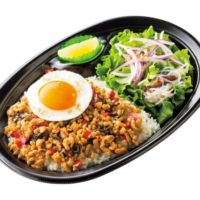 ほっともっと 本場の味にこだわった『ガパオライス』『タイ風サラダ』を発売